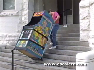 Escalera StairCat moving a variety of loads.
